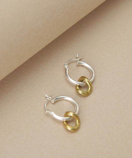 ONDA CHARM PIERCED EARRINGS